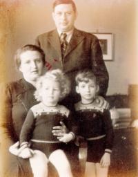 Riesel Petr - bratr Jan, maminka Irena a tatínek Pavel 1936 nebo 1937