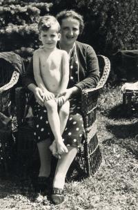 Riesel Petr - s maminkou Irenou, 1937 nebo 1938