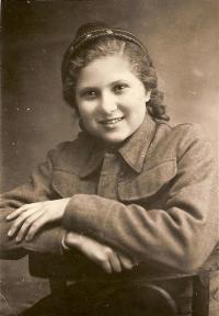 Student in Buzuluk Vera Binevska 1942