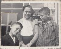 1937, Asaf with his older brother and mother