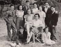 Wintons children, august 1941, Asaf siitting down, his brother is not there