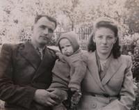 Nina Bilijenková with husband and son Jiří