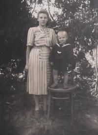 Nina Bilijenková with her son Jiří