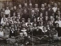 Vladimír Ficek's school class, Vladimír Ficek in the middle, orthodox priest on the left