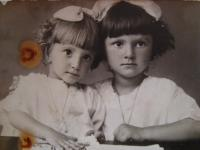 Slávka Ficková (in the right side) with her sister, 1926