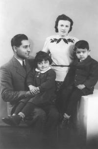 1941–3; with his parents and sister