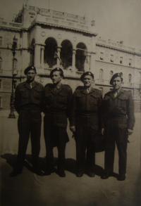Benátky, 1946. Michal Demjan úplně vpravo