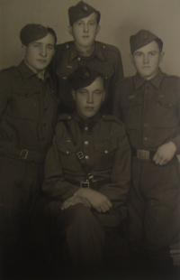 Srpen 1945, Michal Demjan vlevo