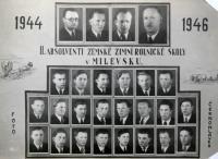 Školní foto - absolventi Zemské zimní rolnické školy v Milevsku 1944-1946