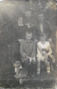 Libuše with parents and brothers