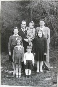 Brother Pavel Čížek and ex-husband Rudkovský with children