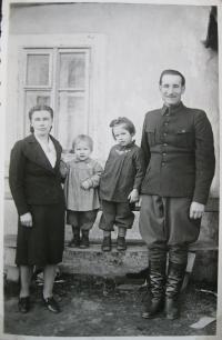 Libuše Rudkovská with ex-husband and daughters in Tisá