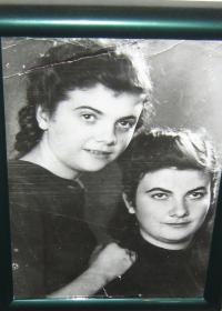 Helena Esterkesová, sister Pavla_1939 Ledochovka