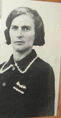 mother Soňa Rivcová(Chýšová)-1938-Luck