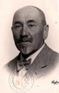 Otec Václav Vejdělek