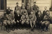 Sokolové v Zásmukách (tatínek první zleva)