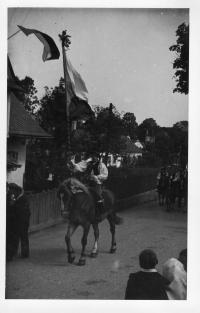 Harvest festival in Svébohov, summer of 1945 - the yeomanry up front