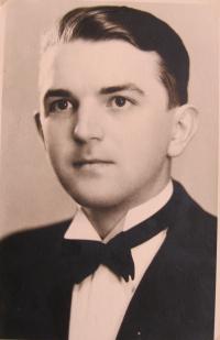Zbyněk Bezděk, graduation (matriculation) photograph - 1938