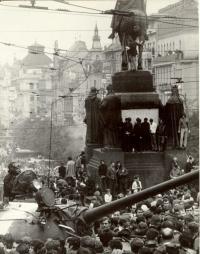 1968, srpen, Václavské náměstí, z počátku okupace