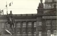 """1968, srpen, Václavské náměstí, """"podpisy"""" okupantů na fasádě Národního muzea"""