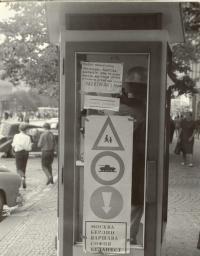 """1968, srpen, Václavské náměstí, """"lidová tvořivost"""" proti okupantům"""