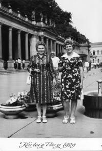 Eric Bednar with a friend in Karlovy Vary in 1979 (on the left)