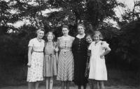 During the war in Poland, Erika Rotterová is second from the left