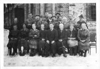 Za války v továrně Semprex ve Vízmberku (maminka Sofie Rotterová-sedící druhá zprava)