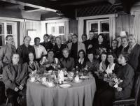 At Václav Havel's cottage inHrádeček, 1993 (L. Goral seventh from the right in the second row)