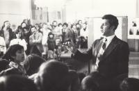 Singing in a Roma scout club, 1975 (L. Goral to the right)