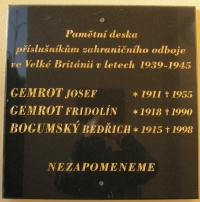 A memorial plaque at the town hall in Rychvald