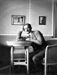 Father of Hana Viktor Knapp