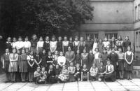 Drtina grammar school - the last photo of Hana with her schoolmates