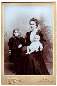 With mother and stepsister, 1909