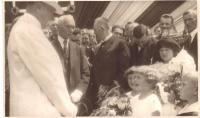 Masaryk's visit to Kroměříž, J. Kozlík peeps behind