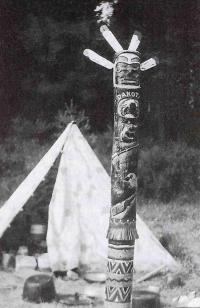The first folding totem pole of Dakota, 1960, the trial camp
