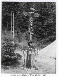 Second totem pole of DAKOTA. Camp of Rains, 1961