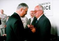 Vyznamenání od ředitele památníku Lidice M. Červencla