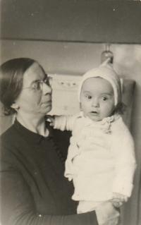 S babičkou Tůmovou 10.1.1943