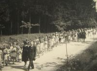 b_desc 	The funeral of men murdered in the the Zákřov massacre - 14 May 1945