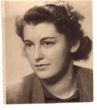 Eva Langerová (Eliášová) in October 1945
