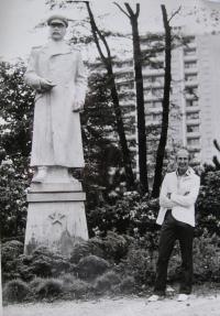 Vladimir Hajný next to a Stalin monument in Šumperk