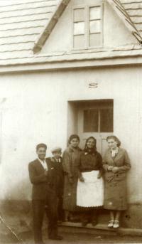 Family photo before housedoor