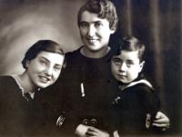 Pavel Fried with his sister Erika and mother Marta
