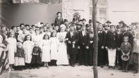 Wedding photo of Karel Urbánek and Berta Weber in front of the church in the Galata neighbourhood