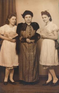 13 - the witness's mother Anastázie (centre) in a theatre play