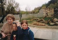19 - the witness with granddaughters Rozálka and Natálka at the Prague ZOO