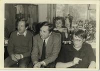 28. 5. 1983 - návrat Václava Bendy z vězení, zleva doprava: Václav Havel, Pavel Bratinka, neznámá, Jiří Němec