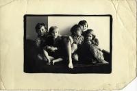 říjen 1980 - fotografie dětí zasílaná Václavu Bendovi do vězení v Heřmanicích
