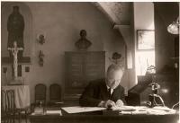 Her father Jaroslav Krejcárek, a pastor of the CČSH in 1940